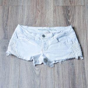 White Fringe Lace Appliqué Low-rise Short - Junior